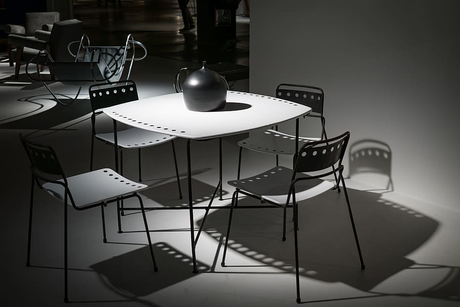 modern_black_and_white_dining_room_set